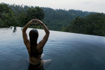 Pratique Yoga et travail femme qui exerce le yoga